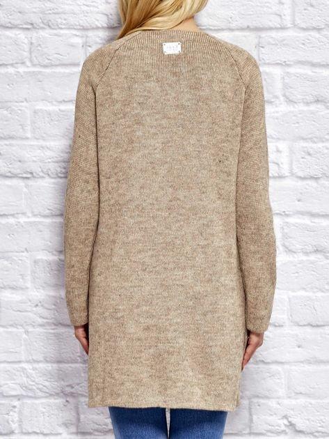 Beżowy sweter z kieszeniami                                  zdj.                                  1