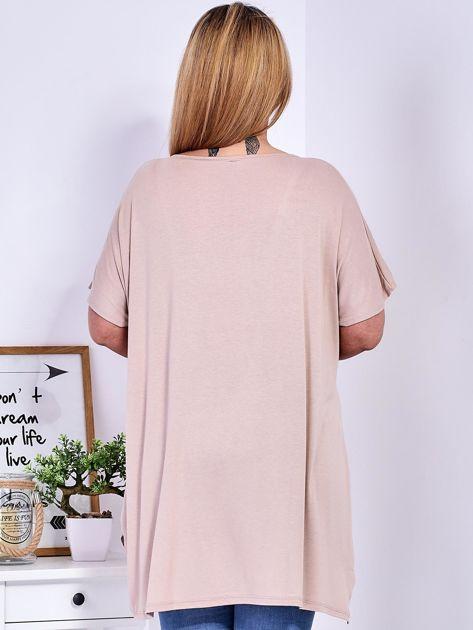 Beżowy t-shirt damski w motyle PLUS SIZE                              zdj.                              2