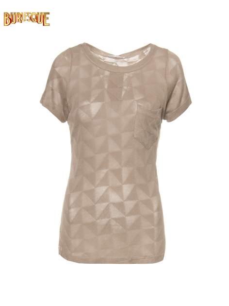 Beżowy t-shirt z ażurowymi przeszyciami i kieszonką                                  zdj.                                  1