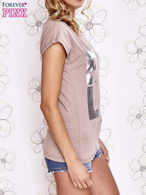 Beżowy t-shirt z motywem gwiazdy i dżetami                                  zdj.                                  3