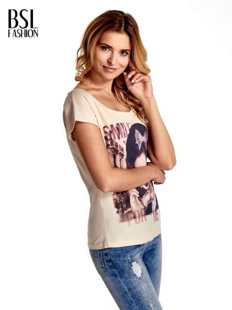 Beżowy t-shirt z nadrukiem SMILE FOR ME                                  zdj.                                  3