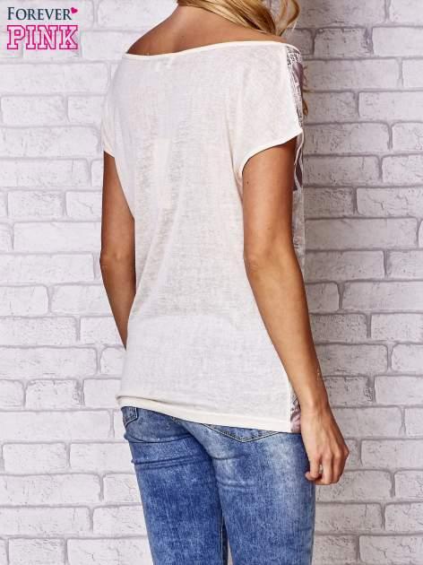 Beżowy t-shirt z napisem MOSCINO                                  zdj.                                  4