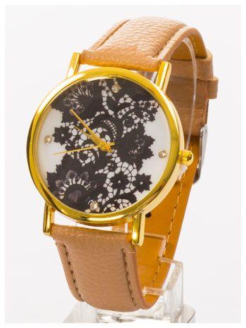 Beżowy zegarek damski na skórzanym pasku z motywem koronki                                  zdj.                                  1