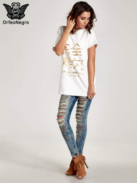 Biała bluza glamour ze złotymi znakami japońskimi                                  zdj.                                  7