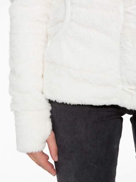 Biała bluza misiek z kapturem i pomponami                                  zdj.                                  9