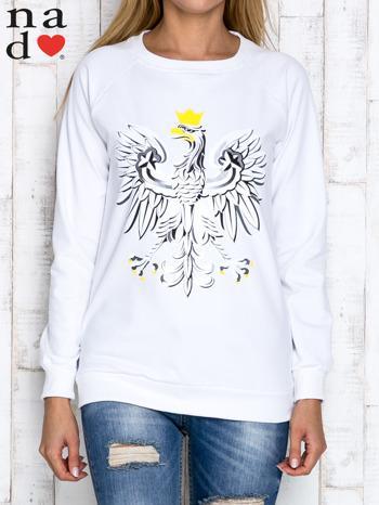 Biała bluza z godłem