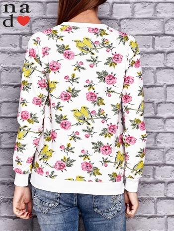 Biała bluza z kwiatowymi motywami                                  zdj.                                  2