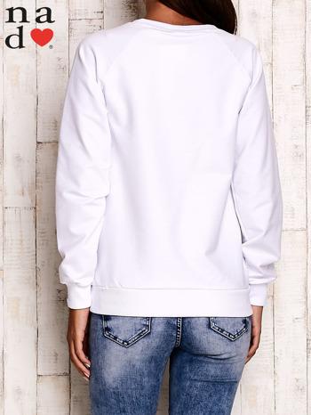 Biała bluza z motywem Wieży Eiffla                                  zdj.                                  5
