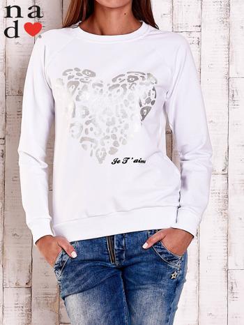 Biała bluza z nadrukiem serca i napisem JE T'AIME                                   zdj.                                  1
