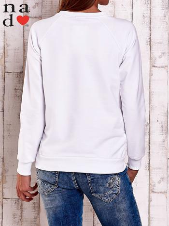 Biała bluza z nadrukiem serca i napisem JE T'AIME                                   zdj.                                  4