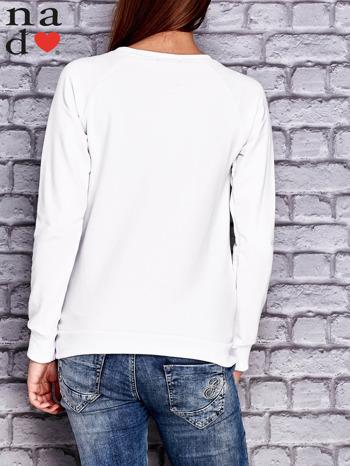Biała bluza z napisem PIĘKNA MĄDRA A DO TEGO JESZCZE SKROMNA                                  zdj.                                  2