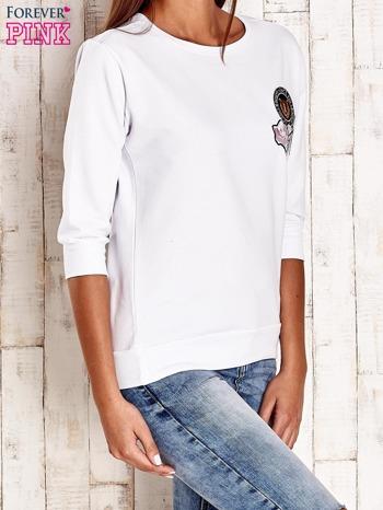 Biała bluza z naszywkami i ściągaczami                                  zdj.                                  3