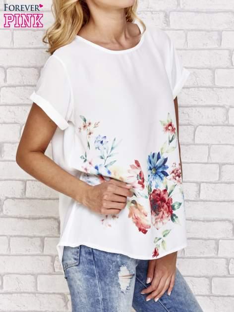 Biała bluzka koszulowa z nadrukiem kwiatów                                  zdj.                                  3