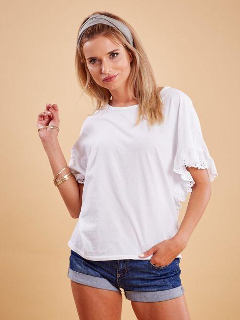 Biała bluzka o luźnym kroju z falbankami na rękawach                              zdj.                              1