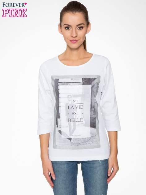 Biała bluzka w stylu fashion z nadrukiem LA VIE EST BELLE