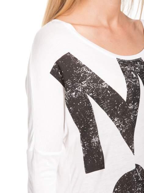 Biała bluzka z dużym napisem MUSE                                  zdj.                                  9