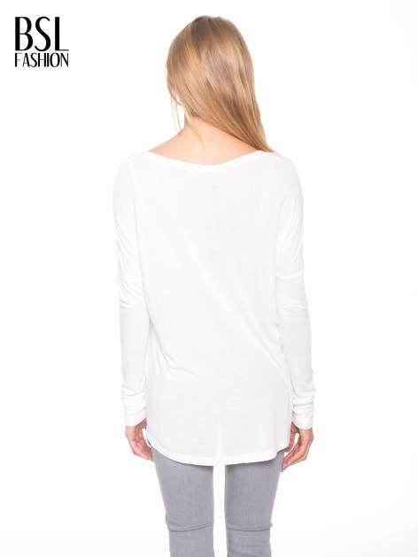Biała bluzka z dużym napisem MUSE                                  zdj.                                  4