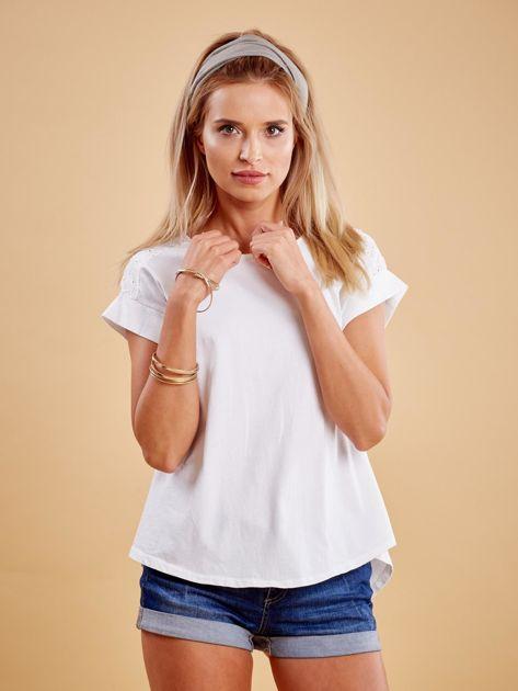 Biała bluzka z guzikami z tyłu                              zdj.                              1