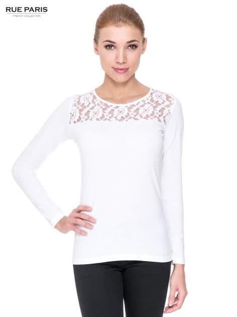 Biała bluzka z karczkiem z koronki w róże                                  zdj.                                  1
