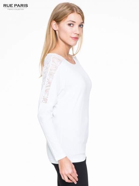 Biała bluzka z koronkową wstawką na rękawach i z tyłu                                  zdj.                                  3