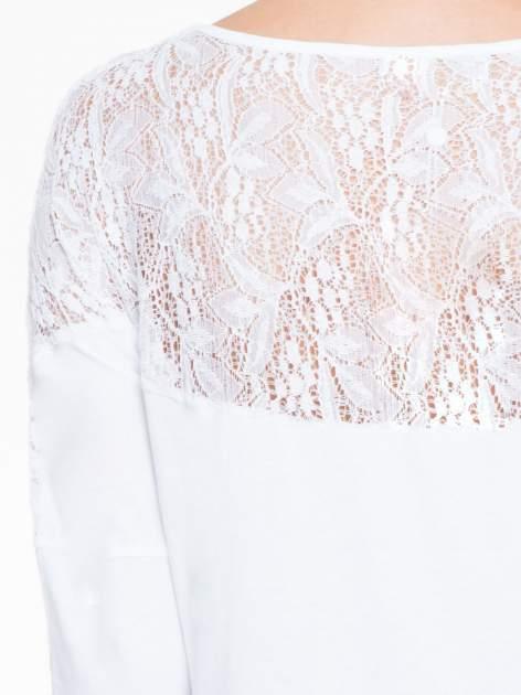 Biała bluzka z koronkową wstawką na rękawach i z tyłu                                  zdj.                                  7