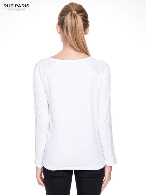 Biała bluzka z koronkową wstawką wzdłuż rękawów                                  zdj.                                  4