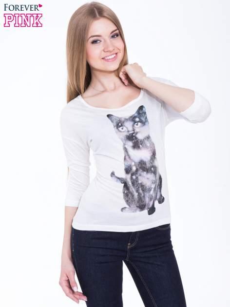 Biała bluzka z nadrukiem kota z efektem galaxy