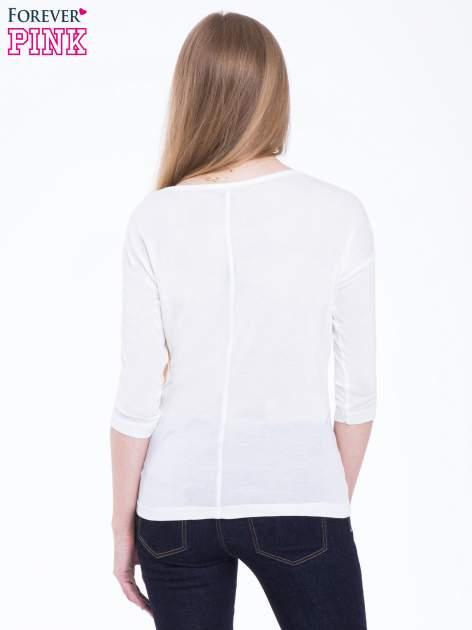 Biała bluzka z nadrukiem kota z efektem galaxy                                  zdj.                                  3
