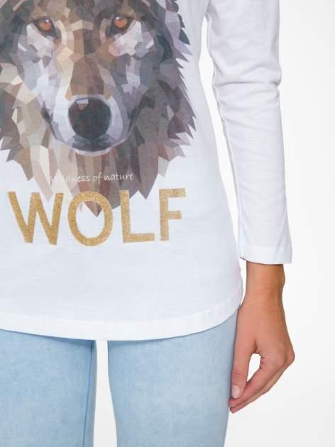 Biała bluzka z nadrukiem wilka i brokatowym napisem WOLF                                  zdj.                                  7