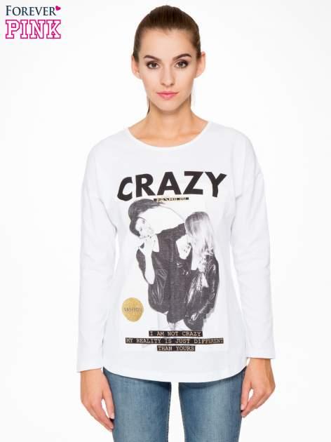 Biała bluzka z napisem CRAZY i nadrukiem fashionistek                                  zdj.                                  1