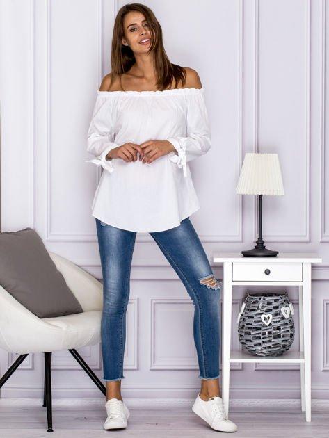 Biała bluzka z wiązaniami na rękawach                              zdj.                              4