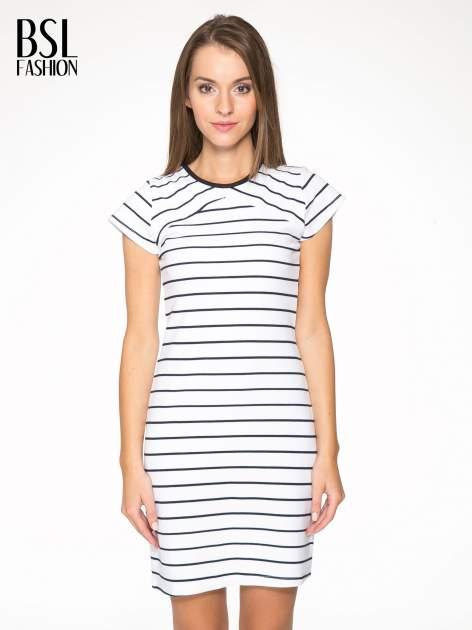 Biała dopasowana sukienka w paski z rozporkiem na dole                                  zdj.                                  1