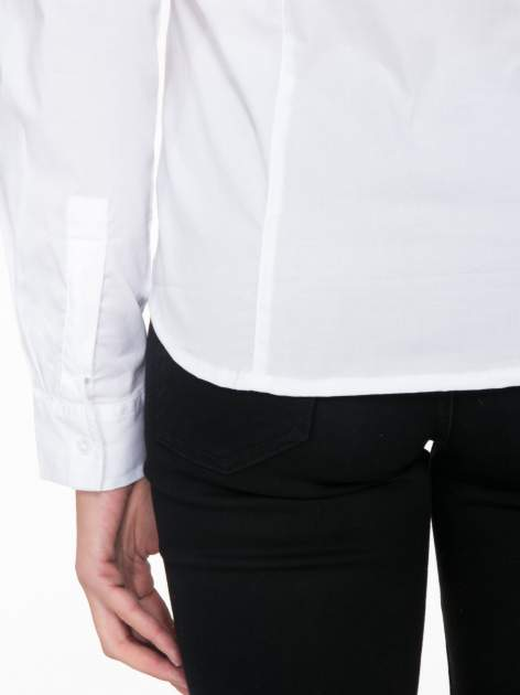 Biała elegancka koszula damska z marszczonym przodem                                  zdj.                                  9