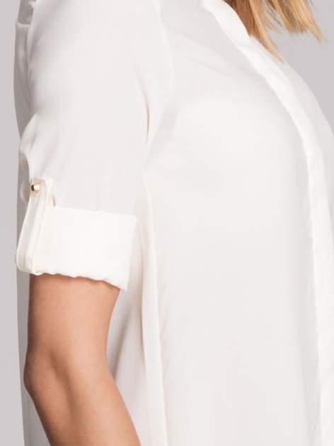 Biała elegancka koszula z kołnierzykiem z łańcuszkami                                  zdj.                                  6