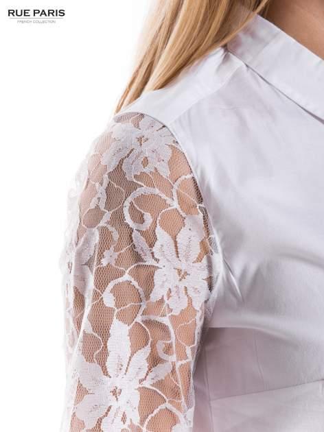 Biała elegancka koszula z koronkowymi rękawami                                  zdj.                                  5
