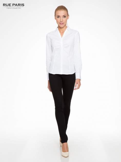 Biała elegancka koszula z marszczeniem przy dekolcie                                  zdj.                                  4