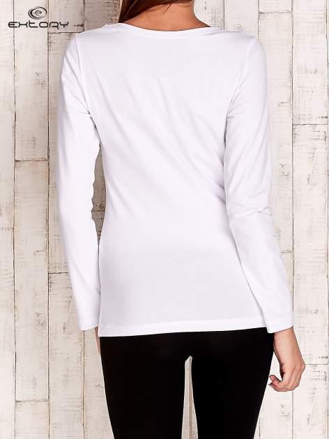 Biała gładka bluzka sportowa z dekoltem U PLUS SIZE                                  zdj.                                  4