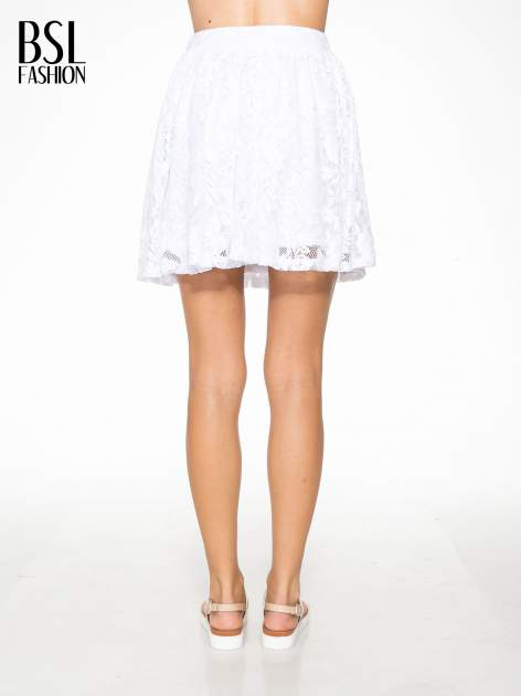 Biała koronkowa mini spódniczka na gumkę                                  zdj.                                  4