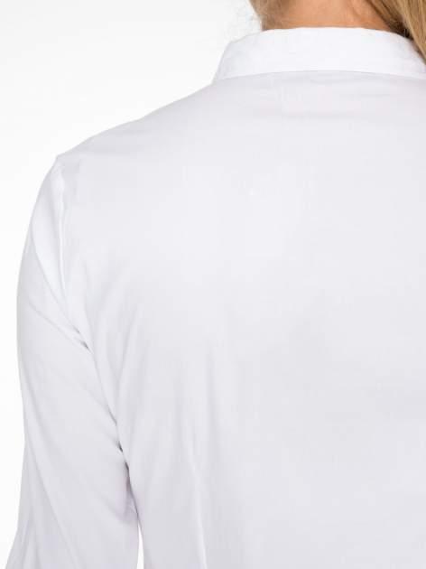 Biała koszula damska odcinana pod biustem z marszczeniem                                  zdj.                                  8