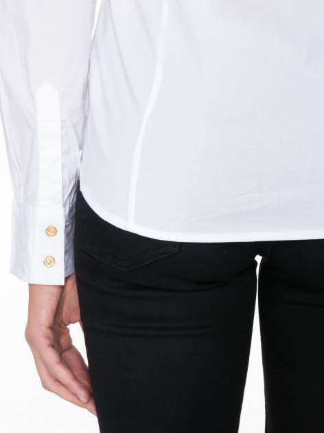 Biała koszula damska odcinana pod biustem z marszczeniem                                  zdj.                                  9