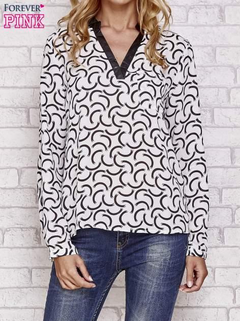 Biała koszula w geometryczne wzory                                  zdj.                                  1
