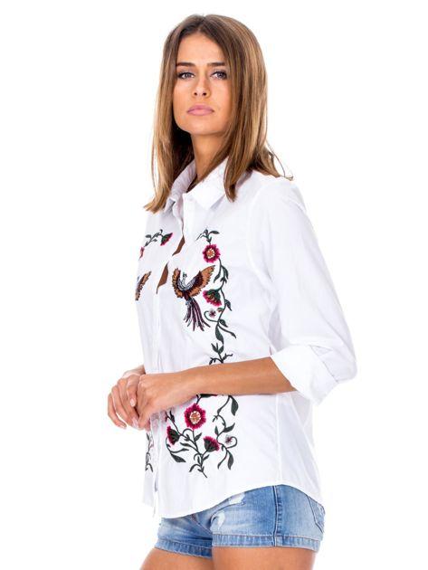 Biała koszula w haftowane etniczne desenie                              zdj.                              3
