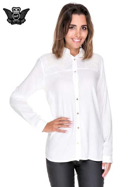 Biała koszula z aplikacją gwiazd na ramionach                                  zdj.                                  1