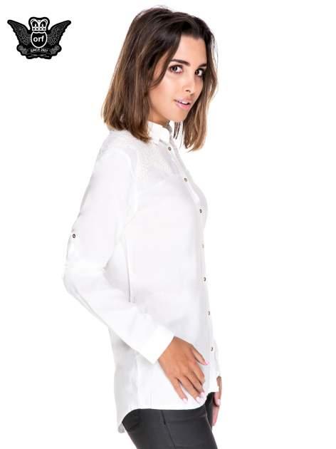 Biała koszula z aplikacją gwiazd na ramionach                                  zdj.                                  3