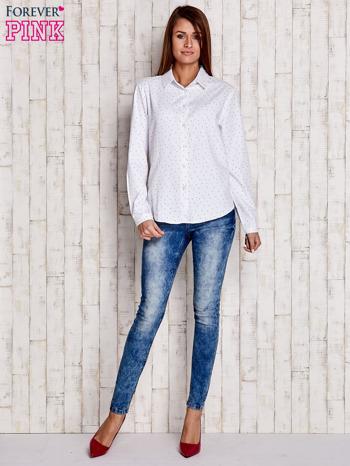 Biała koszula z delikatnym wzorem                              zdj.                              2