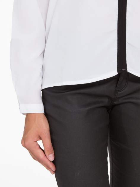 Biała koszula z kontrastową listwą                                  zdj.                                  8