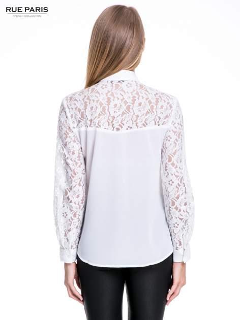 Biała koszula z koronkową górą i rękawami                                  zdj.                                  2