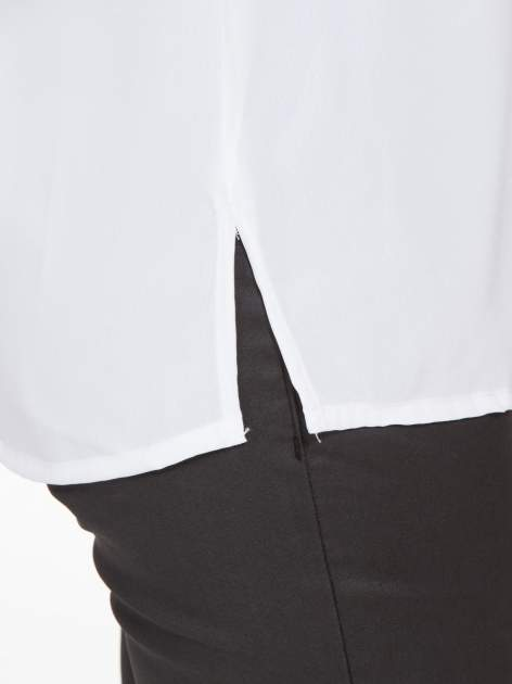 Biała koszula z małym kołnierzykiem i kontrastowym obszyciem                                  zdj.                                  11