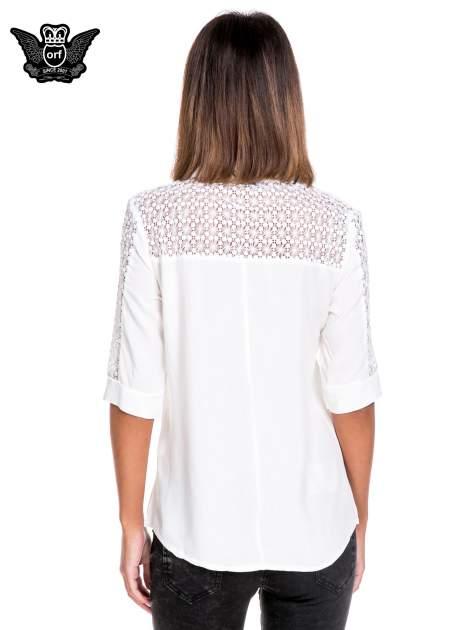 Biała koszula z rękawem do łokcia i koronką                                  zdj.                                  2