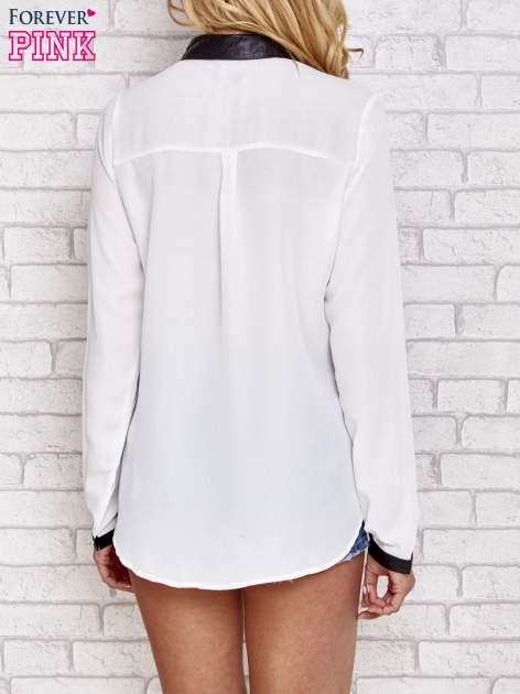 Biała koszula ze skórzanym kołnierzykiem i koronkowym dekoltem                                  zdj.                                  4